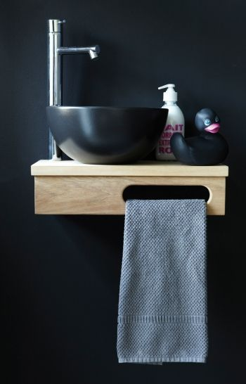 wastafel en handdoekhouder in één