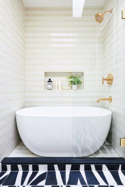 badkamer-voorbeeld-met-bed-en-douche-3