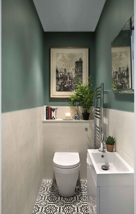 toilet ideeën  met groene muur en witte tegels